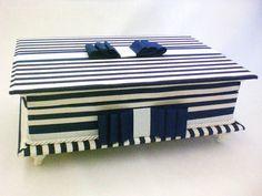 Caixa kit toalete para festas de casamento ou 15 anos. Consulte opção com produtos e rótulos personalizados. Temos várias opções de tecidos. R$ 165,00