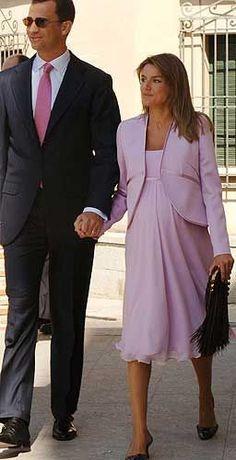 2005 - pregnant with Leonor Maternity Dresses, Maternity Fashion, Royal Fashion, Indian Fashion, Estilo Real, Spanish Royal Family, Dress Indian Style, Pregnancy Wardrobe, Fashion Idol
