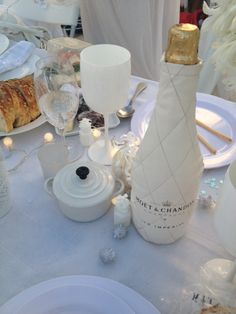 Our beautiful table decoration containing a lovely Le Creuset mini casserole - at Saturday's Diner en Blanc in Sydney!