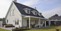 Woonhuis familie Hasselaar - Z-wonen White Brick Houses, Facade, Building A House, Cottage, Patio, Mansions, House Styles, Outdoor Decor, Design