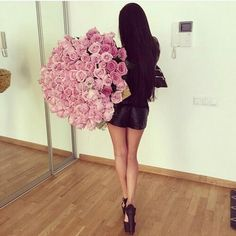 Find images and videos about girl, pink and flowers on We Heart It - the app to get lost in what you love. Beautiful Bouquet Of Flowers, Beautiful Flowers, Rose Arrangements, Elegantes Outfit, Pink Sugar, Lucky Girl, Rose Bouquet, My Flower, Girly Things