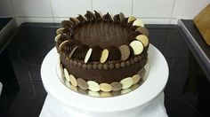 Chocolate cake Dessert Recipes, Desserts, Chocolate Cake, Birthday Cake, Cakes, Food, Tailgate Desserts, Cake Chocolate, Chocolate Cobbler
