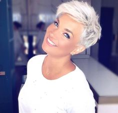 The 68 Greatest Blonde Pixie Hairstyles and Haircuts that Must You Try - Frisuren femme Pixie Haircut For Thick Hair, Short Pixie Haircuts, Emo Haircuts, Blonde Pixie Haircut, Haircut Short, Blonde Short Hair Pixie, Short Pixie Cuts, Poxie Haircut, Short Hair Long Bangs