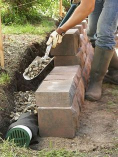 Build Landscape and Retaining Walls and Keep Them in Tip-Top Shape - DIY Garten Landschaftsbau Retaining Wall Drainage, Building A Retaining Wall, Landscaping Retaining Walls, Landscaping Ideas, Diy Retaining Wall, Garden Retaining Walls, Landscaping Software, Garden Landscaping, Backyard Ideas