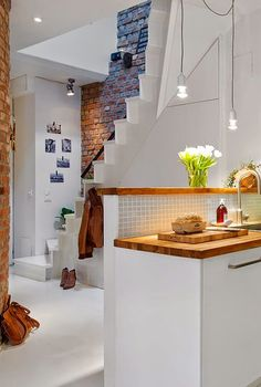 Staircase Behind Kitchen - Bright, Youthful and Cozy Maisonette in Gothenburg Deco Design, Design Case, Small Apartments, Small Spaces, Interior Architecture, Interior Design, Home And Deco, Scandinavian Interior, Scandinavian Style