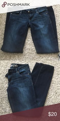 Express Jeans Worn a few times, still in good condition. Skinny, Stella, Regular Fit, Low Rise. 67% cotton, 31% polyester and 2% elastane. machine wash cold with like colors. 31 inch inseam Express Jeans Skinny