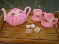 Love, love, love tea sets!