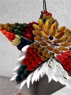 How to Recycle: Cool Recycled Christmas Lanterns recycled xmas decoration ideas Diy Christmas Parol, Christmas Lanterns Diy, Recycled Christmas Tree, Indoor Christmas Decorations, Handmade Christmas, Christmas Lights, Diy Parol Recycled, Parol Diy, Plastic Spoon Crafts