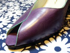 Purple with contrasting turquoise edging ROLAND PIERRE high heels open toe pumps - size 7 or 37,5 - French 80s vintage