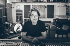 Ep295 - Eric Ambel - On Americana Music Show #295, Eric Ambel plays tracks from Lakeside and talks about working with Jimbo Mathus, why the album is vinyl only, and the new Cowboy Technical studios.  Also on this episode, I've got a remastered live show from the Allman Brothers Band from back in 1971. I've got the new Town Mountain album and that makes me very happy. I've got the new Margo Price country album from Margo Price plus more new music from Lucinda Williams, Parker Millsap and Reag...