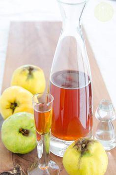 Nalewka z pigwy przepis | Sprawdzona Kuchnia Wine Decanter, Barware, Food And Drink, Drinks, Bottle, Liqueurs, Drinking, Beverages, Wine Carafe