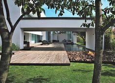 Modern Country House. Arch. by @wilsonmarchi @adri_narciso e #paisagismo #byhanazaki #alexhanazaki #hanazaki #landscapearchitecture #landscapedesign #arquiteturadapaisagem #garden #garten #giardino #contemporarygarden #moderngarden  Pic by @yuriserodio
