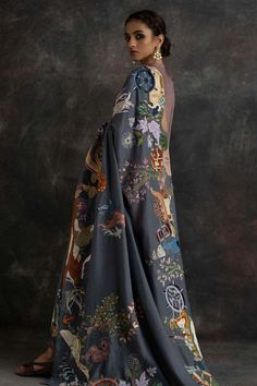 A true collectors piece! Our chadders speak of exquisite embroideries and fine craftsmanship. Pakistani Fashion Party Wear, Pakistani Outfits, Indian Fashion, Anarkali, Lehenga, Churidar, Dress Indian Style, Indian Dresses, Indian Wedding Outfits