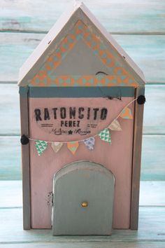 casita del ratoncito perez. diy Hadas y Cuscus Diy Toys Doll, How To Make Toys, Miniature Houses, Diy Kits, Mini Albums, Toy Chest, Gifts For Kids, Kids Room, Diy Crafts