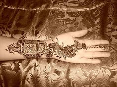 gorgeous arabic henna design!✖️More Pins Like This One At FOSTERGINGER @ Pinterest✖️
