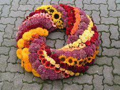 Pohrebné a pietne vence City Flowers, Love Flowers, Beautiful Flowers, Funeral Floral Arrangements, Flower Arrangements, Funeral Tributes, Memorial Flowers, Sympathy Flowers, Funeral Flowers
