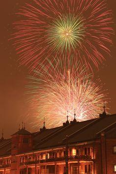 2014-07-20 花火 みなとみらいの花火大会に行って来ました~♪ 奇跡的な1枚です!! この後、雷雨にあってずぶ濡れになりましたが^^;;; 今年は花火撮影頑張ってみますぅ~♪
