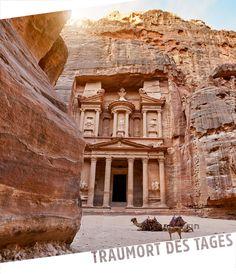 """Petra, Jordanien. Kein anderer Ort Jordaniens ist so berühmt wie die antike Felsenstadt Petra. Die mehr als 2000 Jahre alte Stadt gehört zu den """"neuen sieben Weltwundern"""" (Chichen Itza, Chinesische Mauer, Christo Redentor, Kolosseum, Machu Picchu, Petra, Taj Mahal) und zählt bereits seit 1985 zum Weltkulturerbe der UNESCO."""