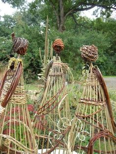 Willow ladies These are so cool! They could be used as a trellis Garden, Garden art, Garden ornament Garden Crafts, Garden Projects, Yard Art, Outdoor Art, Outdoor Gardens, Willow Weaving, Design Jardin, Garden Whimsy, Garden Trellis