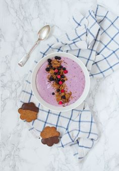 Jouluinen proteiinismoothie / Protein rich gingerbread&berry smoothie