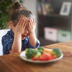 Receta de hamburguesa de brócoli con zanahoria para la comida o la cena de los niños. Guiainfantil.com nos enseña el paso a paso de una receta fácil y rápida para que los niños coman verduras.