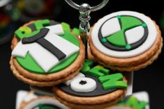 Ben 10 + Alien Themed Birthday Party: Cookies (make cookie pops? Ben 10 Birthday, 4th Birthday Parties, Baby Birthday, Ben 10 Cake, Ben 10 Party, Alien Party, Cookies For Kids, Fiesta Party, First Birthdays