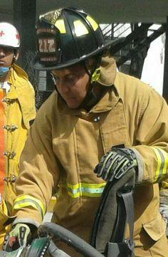 Práctica de rescate utilizando guantes profesionales para extracción HexArmor.  EMS México Equipando a los Profesionales