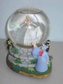 2fb00122982d Disney Cinderella Musical Water Globe