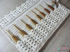ideas for crochet purse organizer pattern needle case Crochet Motifs, Crochet Stitches Patterns, Easy Knitting Patterns, Crochet Designs, Crochet Ideas, Free Crochet, Purse Organizer Pattern, Crochet Organizer, Crochet Hook Case