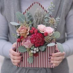 Here are the greatest Silk flower ideas to make your event special. Flower Farm, My Flower, Silk Flowers, Paper Flowers, Floral Style, Floral Design, Silk Flower Arrangements, Container Flowers, Arte Floral