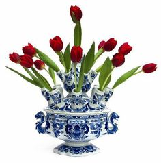 Tulips in Delft vase Blue And White China, Blue China, Love Blue, Delft, Chinoiserie, Vases, Purple Tulips, Glazes For Pottery, White Decor