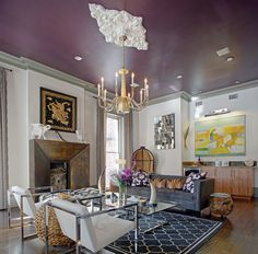 Nothing says bold like a purple ceiling. Gorgeous living room of Eli Hale and Zia Sachedina. Purple Ceiling, Purple Interior, Ceiling Design, Ceiling Ideas, Ceiling Lights, Interior Decorating, Interior Design, Beautiful Living Rooms, Southern Style