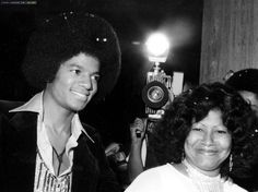 Michael Jackson, with his mother Katherine, at the premiere of film version of The Wiz, 1978 :)@carlamartinsmj