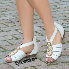 58 – Join the world of pin Girls Sandals, Shoes Sandals, Star Shoes, Peep Toe Shoes, Pretty Shoes, Shoe Closet, Shoe Collection, Wedding Shoes, Leather Sandals