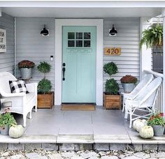 Beautiful Front Door Paint Color Ideas - Once Upon a 1912 Best Front Door Colors, Yellow Front Doors, Best Front Doors, Beautiful Front Doors, Front Door Paint Colors, Painted Front Doors, Colored Front Doors, Cottage Front Doors, House Front Door