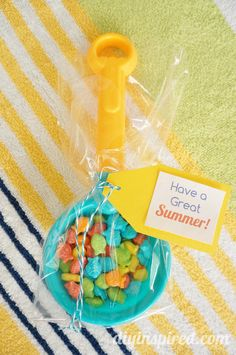 Easy Summertime Party Favor or Gift Idea and FREE Printable - Cute for the end of school year