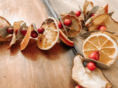 How to make a dried fruit garland - Our Tiny Nest Christmas Crafts For Kids To Make, All Things Christmas, Holiday Crafts, Christmas Time, Christmas Ideas, Xmas, Autumn Crafts, Christmas Inspiration, Apple Garland