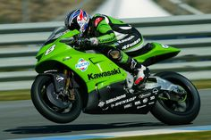 Kawasaki Motorcycles, Racing Motorcycles, Racing Team, Road Racing, Velentino Rossi, Bike Rider, Classic Bikes, Kawasaki Ninja, Super Bikes