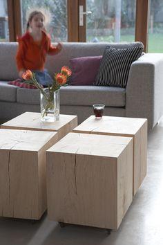 Blokken van licht hout Handige tafeltjes van Het Kabinet