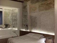 Rustic walls in bedroom. Crusch Alba / Gus Wüstemann
