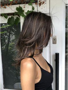 トルネード(Tornado) 外国人風ハイライトチョコグレージュ Haircuts Straight Hair, Short Hair With Bangs, Hair Color Streaks, Hair Highlights, Hair Dye Colors, Cut My Hair, Hair Cuts, Hair Inspo, Hair Inspiration