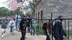 Vets carrying Obamagates from the Veteran Memorials to the White House gates.do NOT mess with America and her vets. Veterans Memorial, Military Veterans, Us Border, Let Freedom Ring, Home Of The Brave, Government Shutdown, My Point Of View, Land Of The Free, How To Apologize