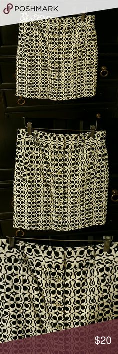 Adorable skirt Black and white skirt ??compliment it with boots! Adrienne Vittadini Skirts Midi