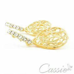 ✨ Bom dia!!! Que esse dia seja brilhante!!! ✨ Brinco Balãozinho folheado a ouro com base de strass.   APROVEITE AS OFERTAS DO DIA DAS MÃES - ATÉ 30% DE DESCONTO!!   #Cassie #semijoias #acessórios #moda #fashion #estilo #inspiração #tendências #trends #brincos #olhogrego #brincoslindos #love #pulseirismo #lookdodia #zircônias #folheado #dourado #brincoleque #brincoleve #colar #pulseiras #berloques #charms #maxibrinco #anellove #diadasmães #boho