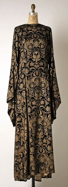 Tea Gown by Mariano Fortuny, 1930-1932, via The Metropolitan Museum of Art.