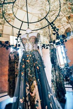 Fashion is Art?... Valentino. https://musetouch.org/?cat=20