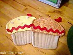 Cupcake Oven Mitt Tutorial