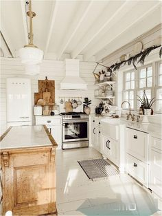 Farmhouse Style Kitchen, Home Decor Kitchen, Kitchen Style, Kitchen Styling, Home, Kitchen Design, Kitchen Remodel, Kitchen Renovation, Farmhouse Kitchen Decor