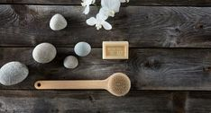 Dry brushing: if you don't do it, you've probably heard of it before, or at least seen one of those body brushes in the beauty aisle. So what's the deal? 🤔 We dissect the benefits. Beauty 101, Diy Beauty, Benefits Of Dry Brushing, Pitta Dosha, Skin Brushing, Facial Steaming, White Orchids, Natural Healing, Natural Skin Care