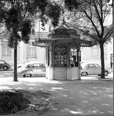 Restos de Colecção: Quiosques de Lisboa (2) Princesa Real, Vintage Photography, Film Photography, Old City, Kiosk, Pavement, Homeland, Greece, Spain